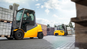 Hagebau-Logistik ersetzt Diesel-Stapler durch Elektro-Mietflotte