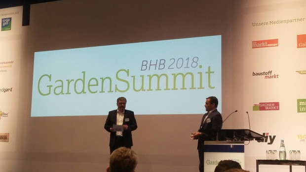Den Einführungsvortrag hielt der kommissarische Vorstandssprecher des BHB, Kai Kächelein (r.). Mit im Bild BHB-Hauptgeschäftsführer Dr. Peter Wüst.