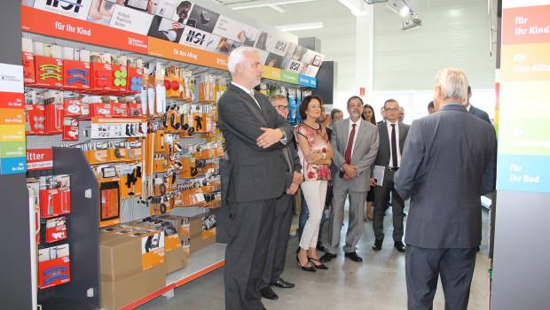 Hoher Besuch beim Unternehmen Hermann Schwerter in Iserlohn: links im Bild, Wirtschaftsminister Garrelt Duin, rechts Inhaber Jürgen Schwerter.