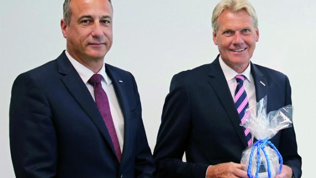Dr. Eckard Kern (l.) löst heute Ulrich Wolf als Vorsitzenden der Geschäftsführung der Eurobaustoff ab.