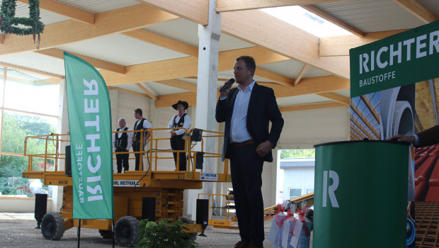 Geschäftsführer Johannes Richter beim Richtfest in Lübeck.